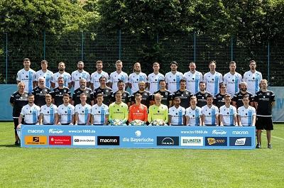 TSV 1860 Mannschaftsfoto Sponsor Siegsdorfer Petrusquelle